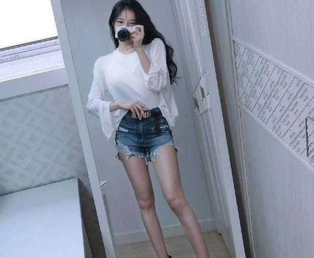 舒适养眼的牛仔裤美女,很有吸引力,轻松成为女性的焦点插图(3)