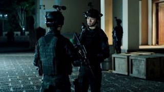 《反恐特战队之天狼》宋安琪将唐石骗入安全屋 躲过了班猜的袭击