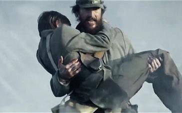 《琼斯的自由国度》曝6分钟片段 少年战场被射