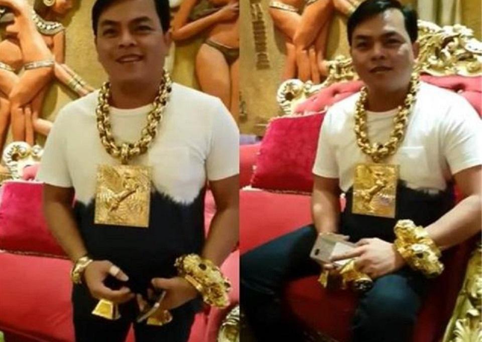 越南小伙炫富13公斤黄金挂脖上,专家:危险别模仿脖子会断!