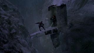在小宝的想象中座山雕和杨子荣在悬崖边的飞机上决斗 震撼特效