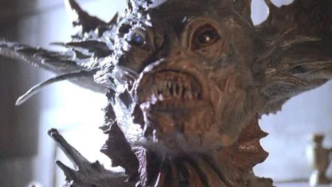 最真实的美人鱼电影,美女变身人鱼养在水缸,最后却变异海妖怪兽