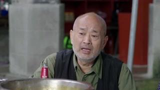 《棒棒的幸福生活》老胡因有了退休证大方请众人吃火锅