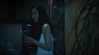 恐怖浴室:少女深夜浴室里传来笑声 电闪雷鸣竟是梦一场