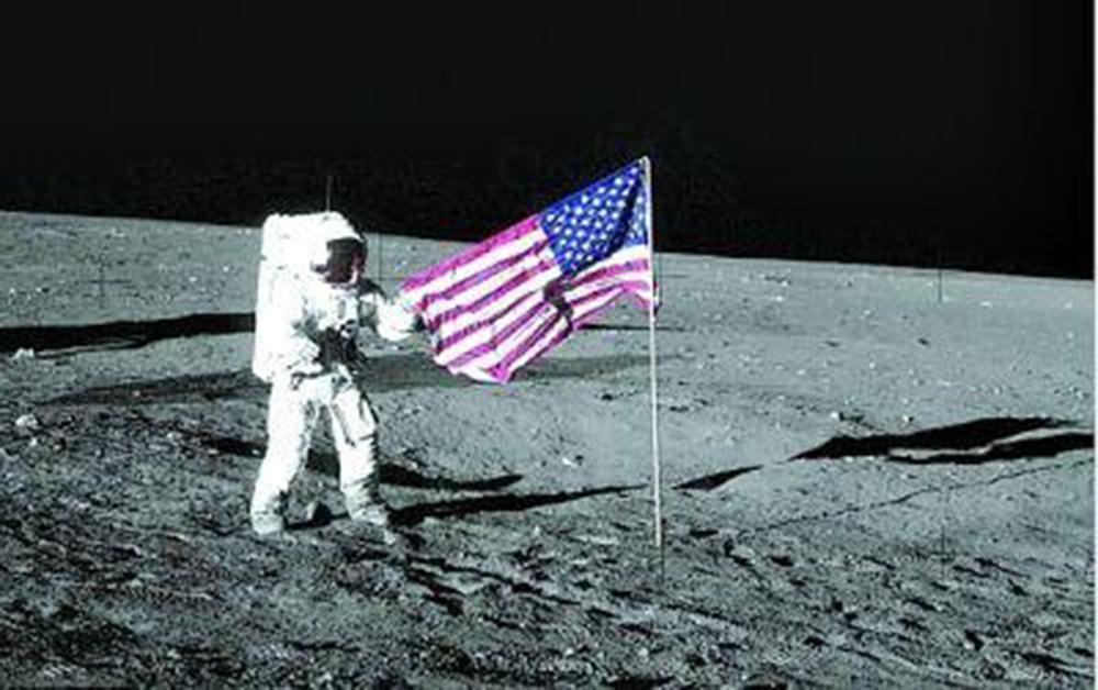 人类探月史:第一面插上?#34385;?#30340;旗帜,如今过去了50年变成什么样了!