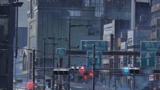 夏雨里湿漉漉的城市