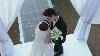 恋爱相对论:李昂丽人结婚浪漫相吻