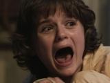 《招魂》曝恐怖片段 少女深夜惊醒哭喊门后有人