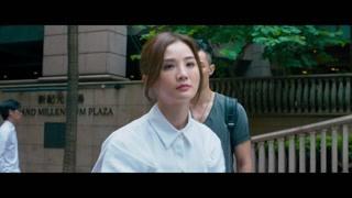 蔡卓妍周柏豪当街吵架 气得直接摔手机