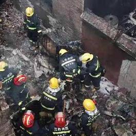 江西飞机坠落砸毁民房