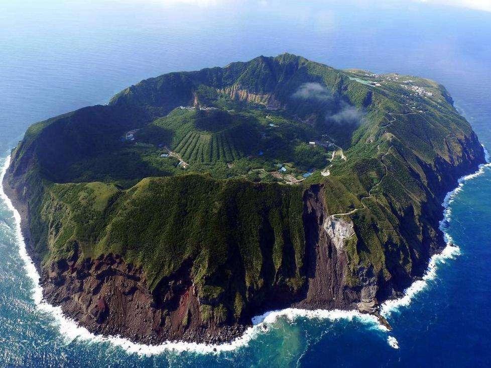 日本海岛村民住在火山口,一旦喷发谁也逃不了,为什么不搬走?