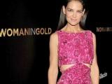 《穿黄金衣裳的女人》首映 凯蒂紫色露腰装显性感