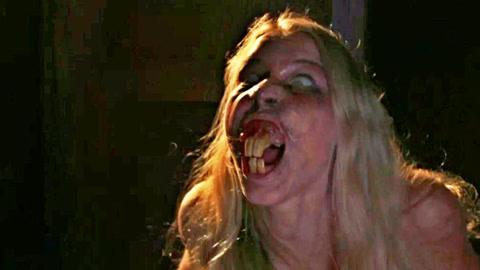 海狸感染丧尸病毒,美女被咬后长出大门牙变异成僵尸海狸般的怪物