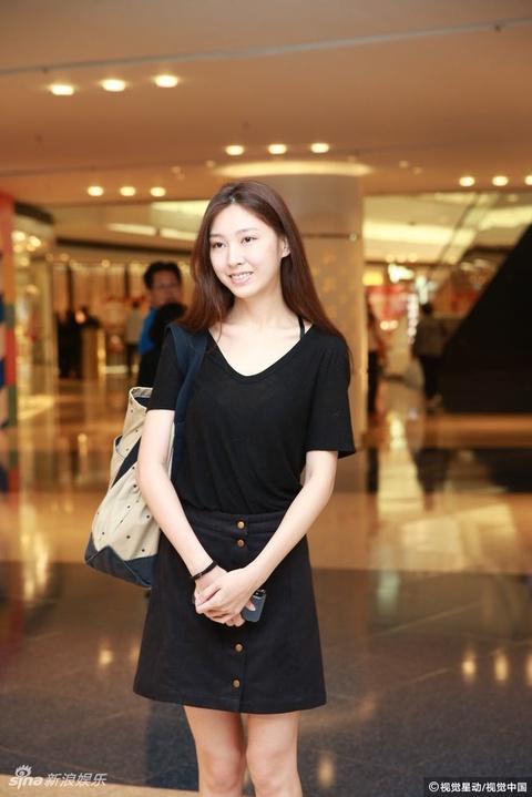 组图:港姐候选佳丽20强换新发型 便服短裙大秀美腿好身材