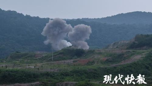 """400余枚爆炸物被销毁 现场泛起""""蘑菇云"""""""