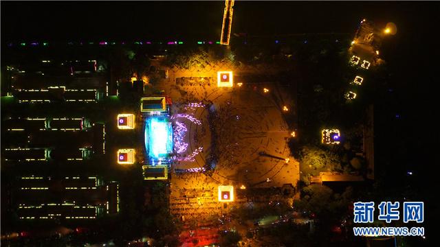天空视角:保亭嬉水节前的璀璨之夜