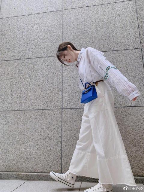 组图:王心凌分享春日小清新穿搭 美图竟是出自杨丞琳之手