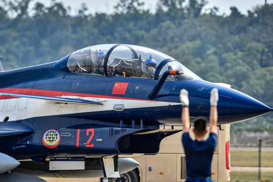 2018珠海航展開幕在即 各式飛機陸續抵達