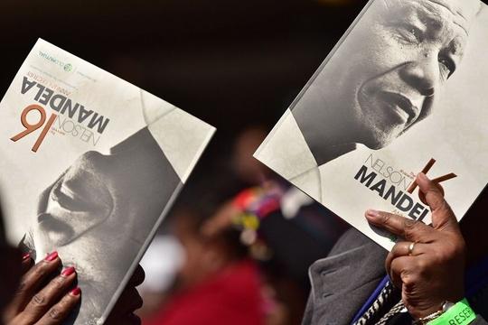 南非纪念曼德拉百年诞辰 奥巴马出席