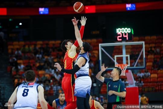 男篮热身赛:中国89-77澳大利亚