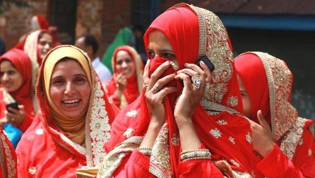 印度105对新人办集体婚礼场面壮观