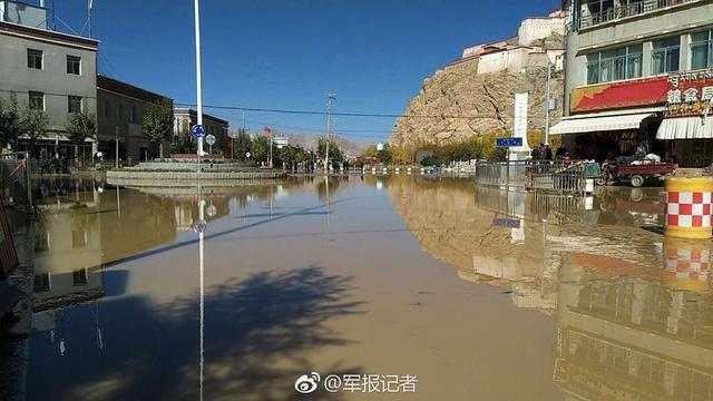 西藏日喀则满拉水库水渠决口 武警官兵迅速救援