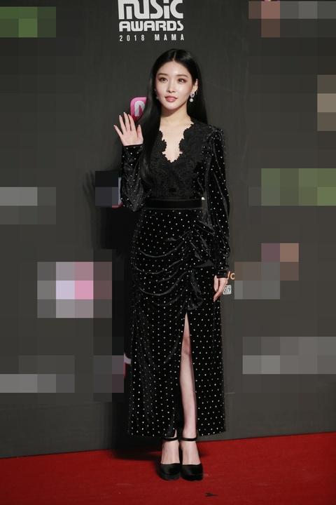 组图:香港MAMA颁奖礼星光黯淡 新人女团全穿黑白色