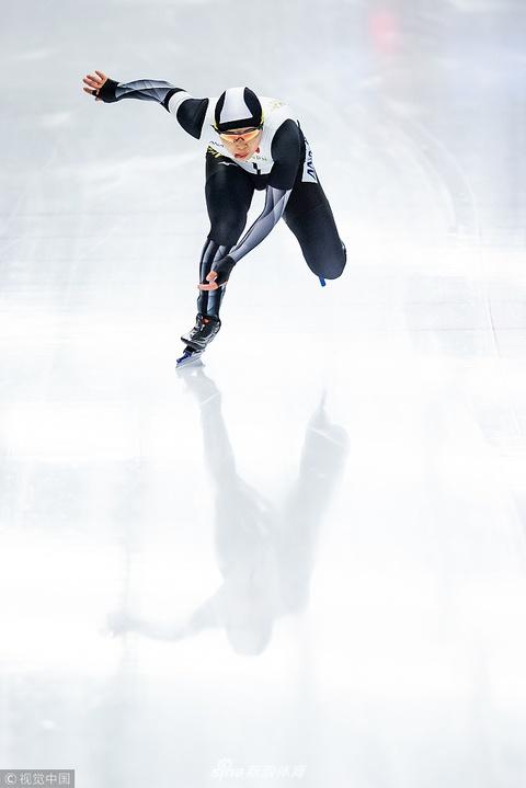 速滑世锦赛男500穆拉绍夫夺金