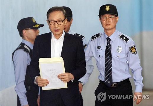 韩国前总统李明博出庭受审 时隔62天首亮相【组图】