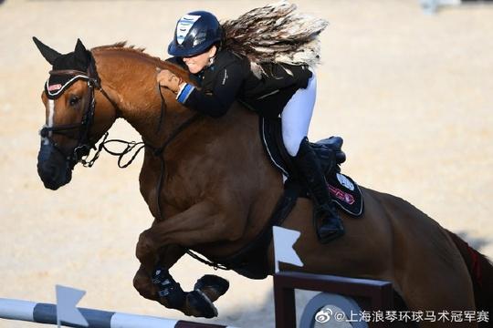 首位女骑手夺得上海冠军赛1.60米冠军!