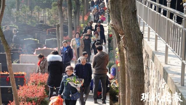 雙休日南京76萬人涌向各大墓園祭掃
