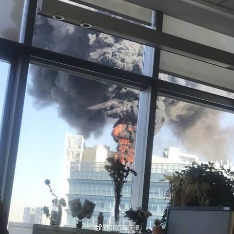 北京中关村大楼突发火灾