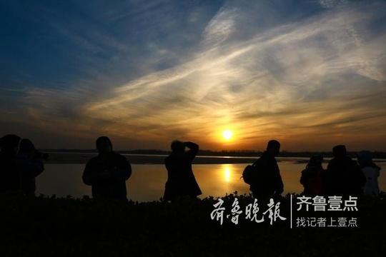 黄河落日圆 美景引来市民围观