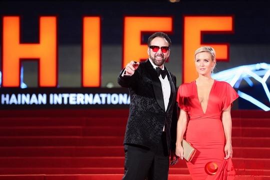 高清:首届海南岛国际电影节红毯秀星光熠熠