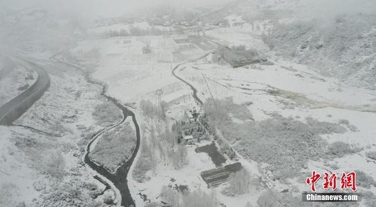 青海湟中雪景如水墨画卷