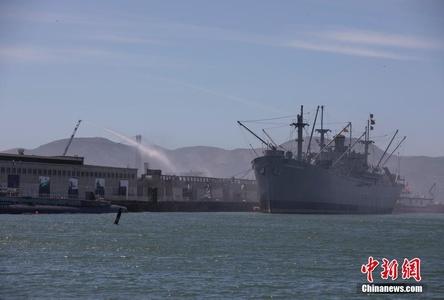 """美国旧金山渔人码头起火 二战货轮险""""遭殃"""""""
