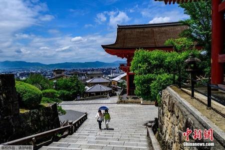 日本多个城市解除紧急状态 世界文化遗产清水寺迎来游客