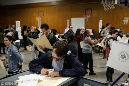 美国中期选举开锣 各地民众踊跃投票