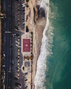 全世界最美的9个海边篮球场!吹着海风打球啥感觉?