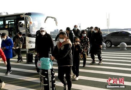 首批约200名滞留武汉台胞乘坐民航包机返台