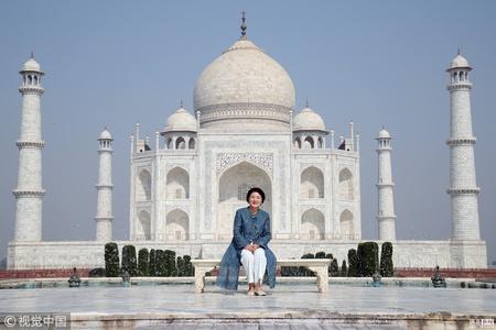 """韩国""""第一夫人""""访问印度 参观泰姬陵拍照"""