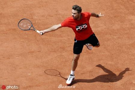 瓦林卡备战法国网球公开赛