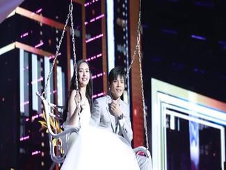 郭碧婷穿白纱裙与向佐同框亮相 场面甜蜜浪漫似婚礼彩排