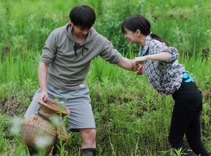 第13期:倪妮杨颖抓螺蛳被困