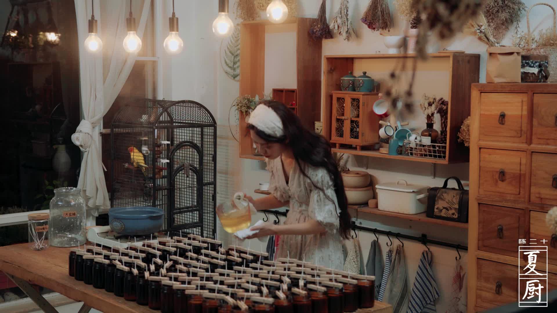初夏,用家里的盆栽煎牛排,自制的香薰蜡烛烛光晚餐