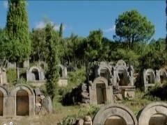 边屯丽影 迷影重重的古墓群
