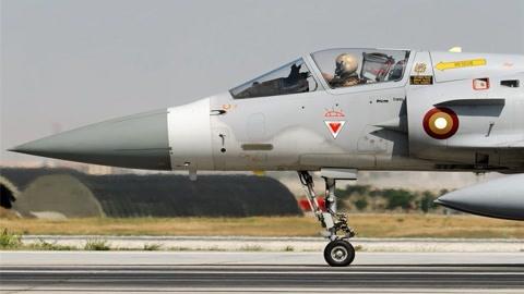 7名飞行员坐拥上百架战机!士兵年薪100万,却啥事都不用干