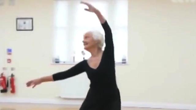 从不停歇:81岁的她通过最高级别芭蕾舞考试