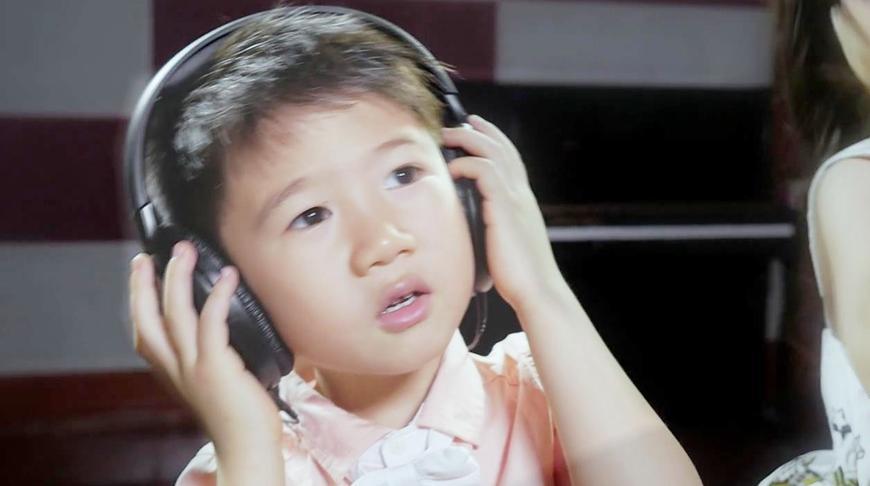 5岁小萌娃翻唱《真的爱你》这唱功,不输专业歌手!