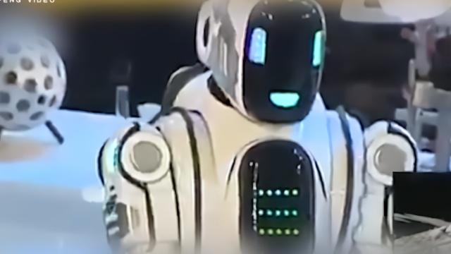"""俄""""最高级机器人"""" 被曝由人伪装"""